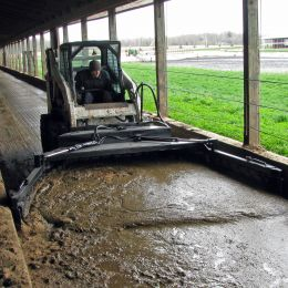 M7000 Adjustable Manure Scraper