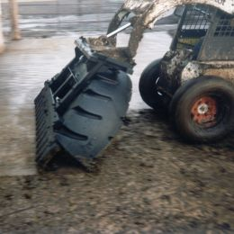 M700 Manure Tyre Scraper Quick Tach for Skidsteer